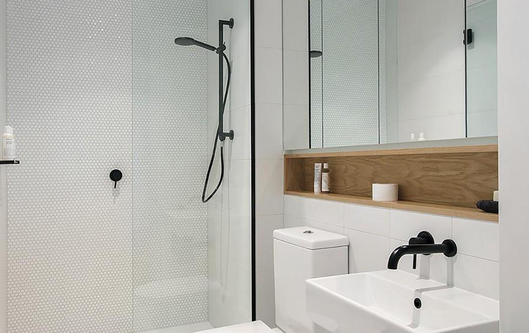 17__0008_V09_Typical_Bathroom_Crop_1000x1000