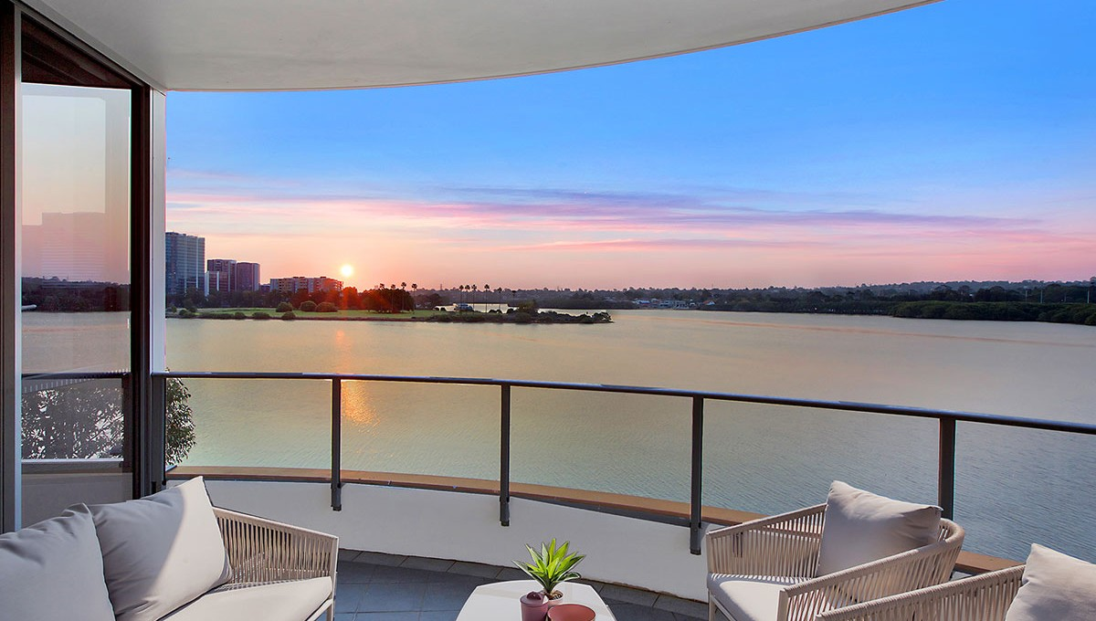 Aqua_Balcony_Sunset_9_1920X800_blank